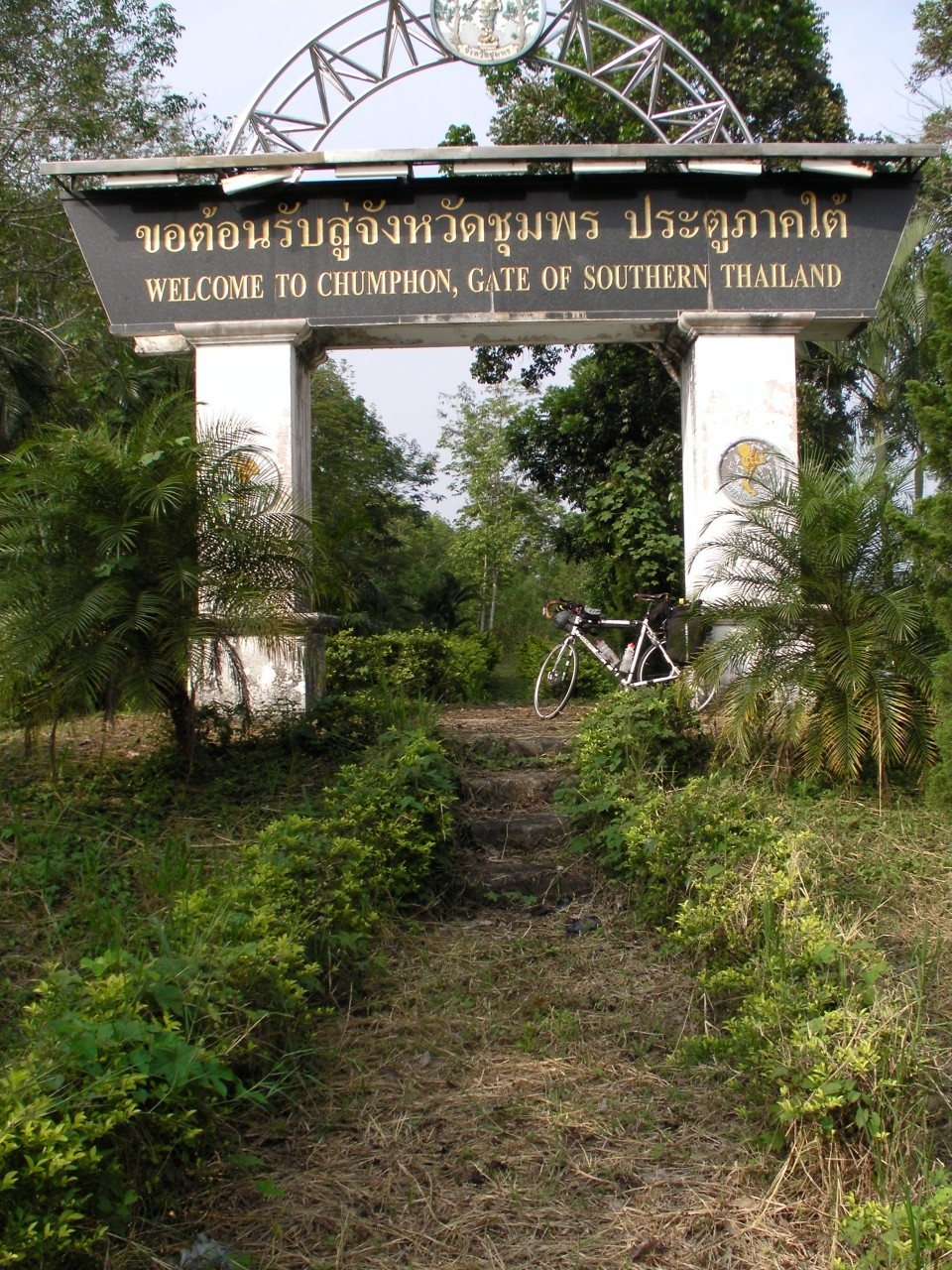 Vin's Genesis Criox de Fer bike at a ceremonial version of the Thai border.